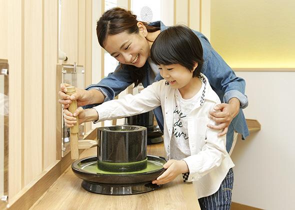西条園抹茶カフェ メイカーズ・ピア店 抹茶作り体験